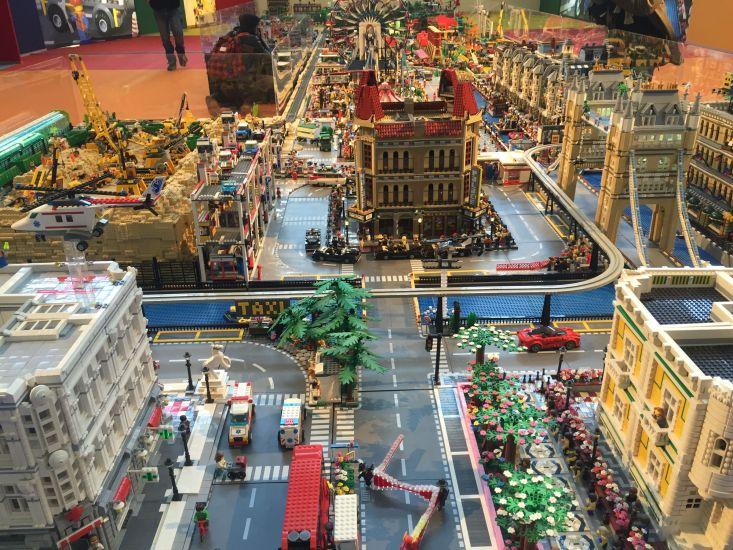 Viaggiare per gioco a milano per natale una città tutta di lego