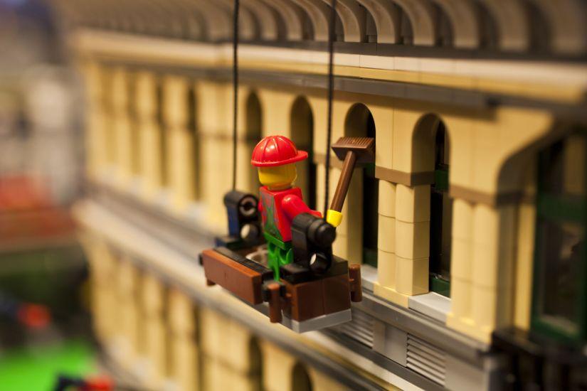 Viaggiare per gioco. a milano per natale una città tutta di lego