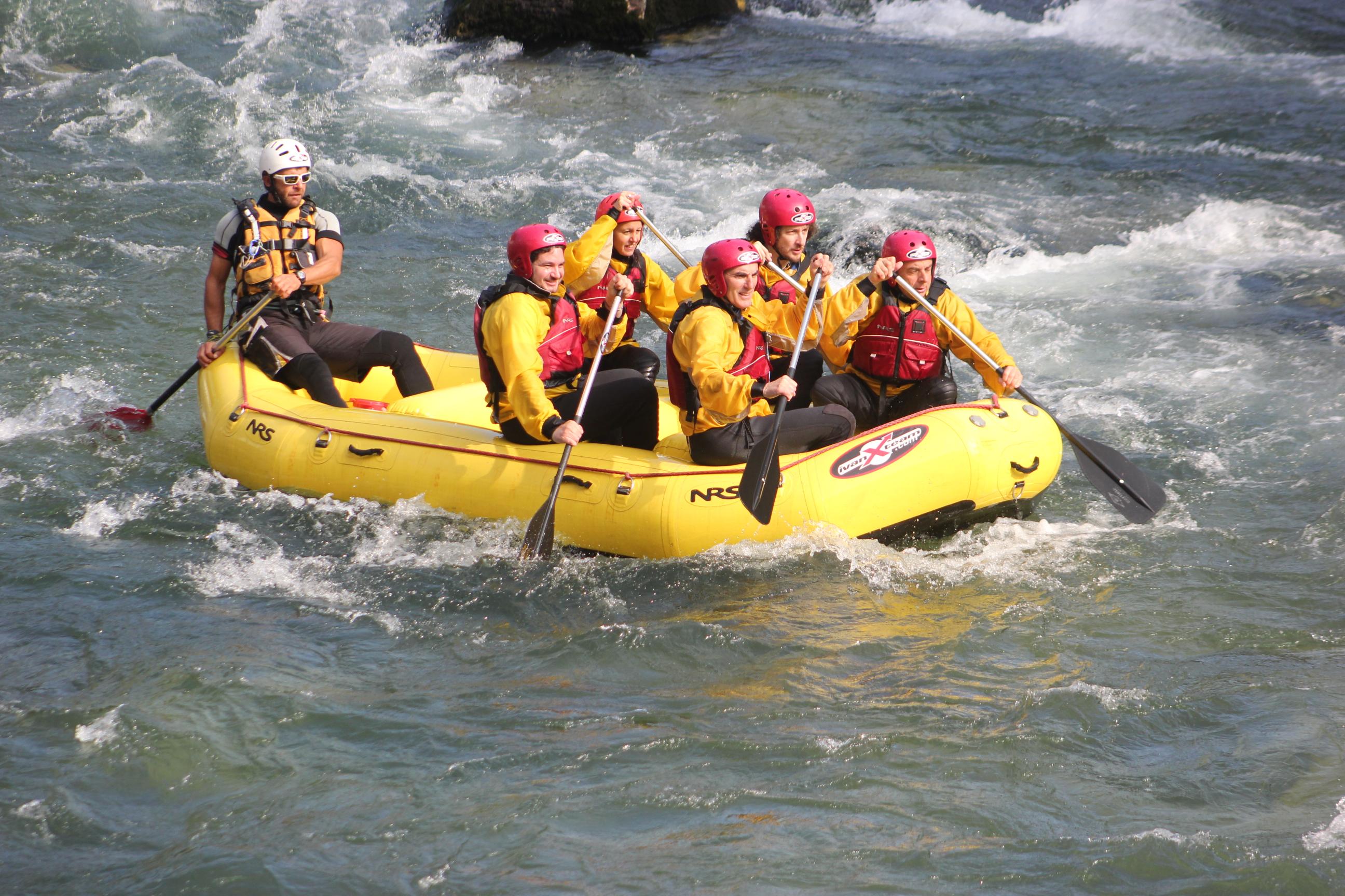 Viaggiare per gioco. lemozione del rafting sul brenta touring