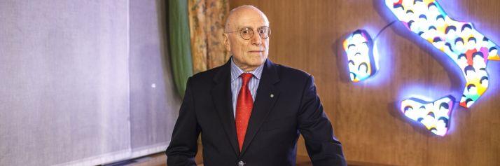 L'ambasciatore Umberto Vattani, ideatore e promotore della collezione d'arte conservata alla Farnesina.