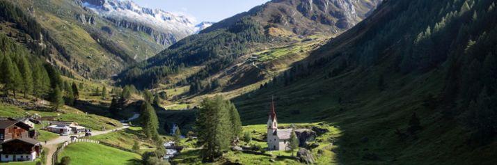 La chiesa del XV secolo di S. Spirito in località Casere di Predoi, in cima alla Valle Aurina, a 20 km da Campo Tures